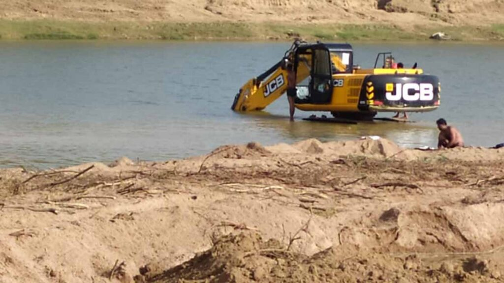 Banda: Mining and washing from Pokland, a workshop built on the Ken river in Amalor